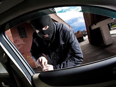 Угнали (украли) машину с автостоянки.