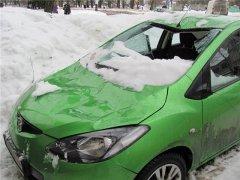 Упал лед на машину. Что делать?