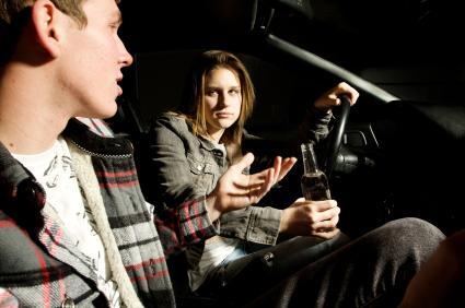 Передача управления машиной пьяному лицу.